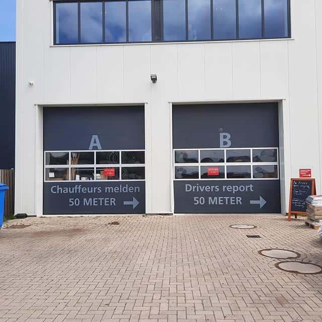 Van Riemsdijk Reklame - DillewijnZwapak - buitenreclame - belettering overheaddeuren
