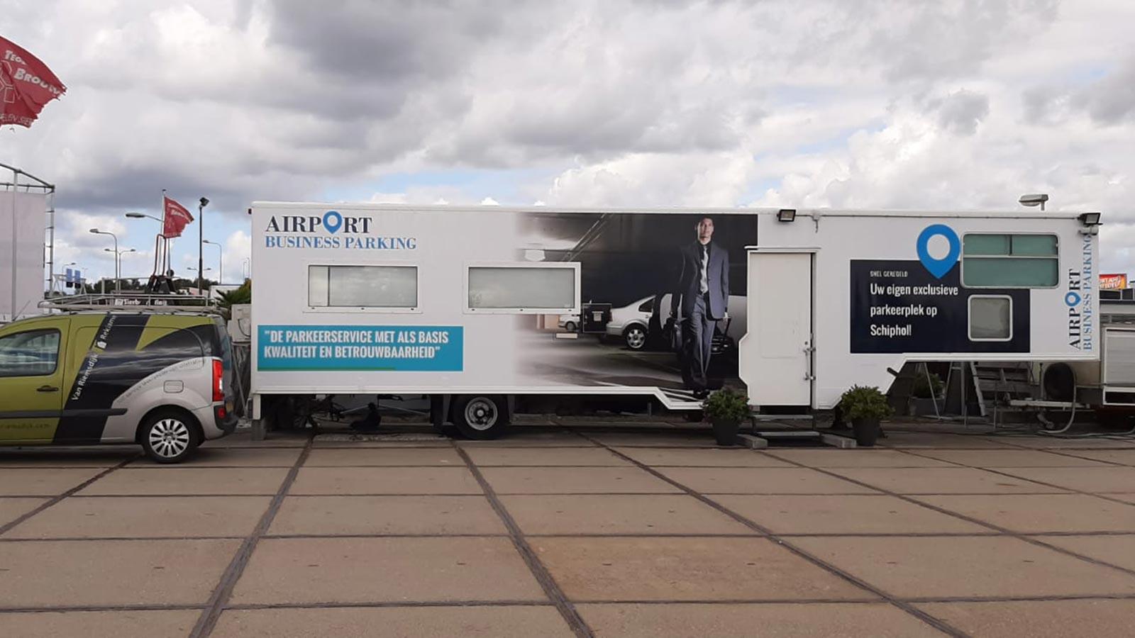 Van Riemsdijk Reklame - Buitenreklame - Airport Business Parking