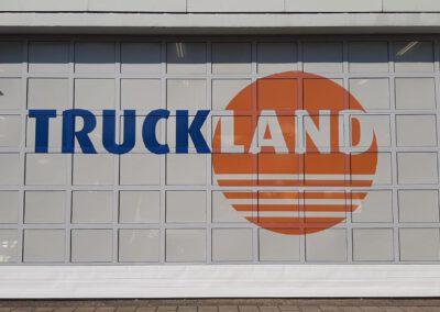 Uniforme uitstraling wagenpark en vestigingen Truckland